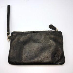 Handbag butler charging clutch